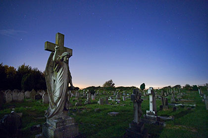 Angel Headstone, Night