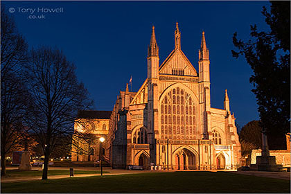 Winchester Cathedral, Night