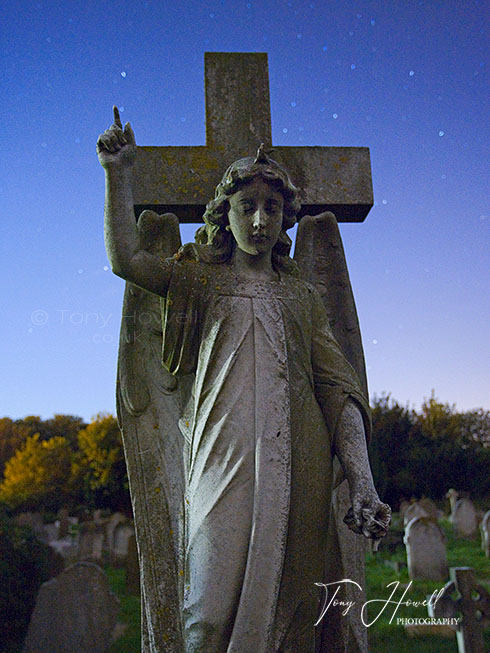 Angel Headstone, Stars